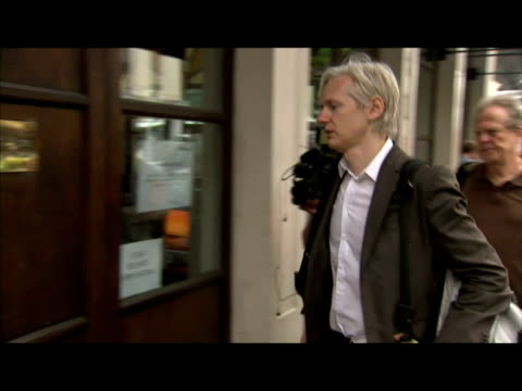 exterior shots of julian assange wikileaks creator walk to press conference to discuss the leaking of top secret military files relating to the... - 2010 video stock e b–roll