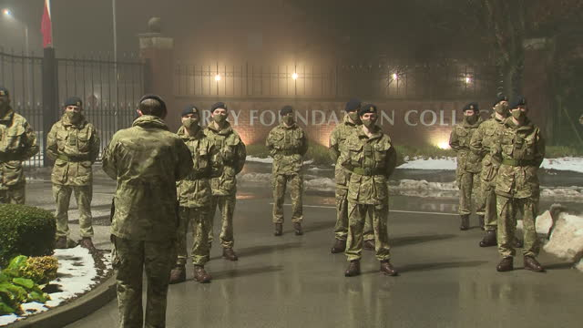 exterior shots of junior soldiers at the army foundation college join in with a nationwide clap in honour of captain sir tom moore on 3 february 2021... - 光栄点の映像素材/bロール