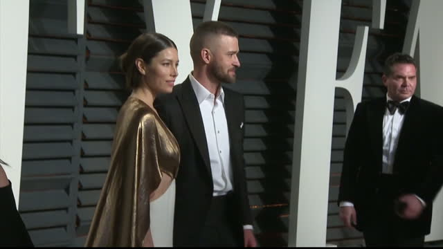 exterior shots of justin timberlake and jessica biel posing together on the red carpet at the vanity fair oscars party on february 27 2017 in los... - justin timberlake stock-videos und b-roll-filmmaterial