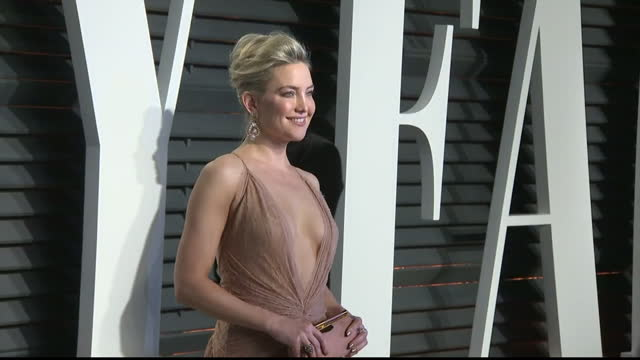 Exterior shots of Kate Hudson posing on the red carpet at the Vanity Fair Oscar Party on February 27 2017 in Los Angeles California