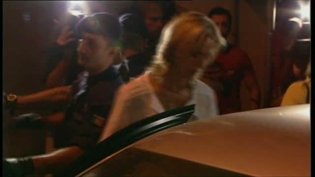 exterior shots of kate mccann leaving a police station in portugal after the disappearance of her daughter madeleine mccann on september 06 2007 in... - kate mccann stock videos & royalty-free footage