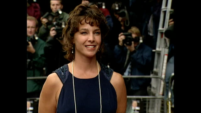 Exterior shots of Kathleen Quinlan actress arriving at Apollo 13 Premiere on 7 September 1995 Hammersmith England