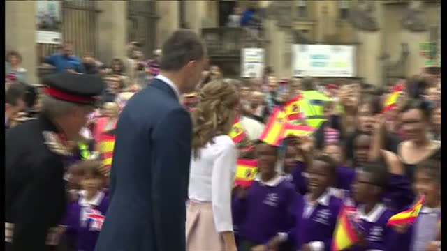 exterior shots of king felipe vi and queen letizia arriving in oxford and meeting a group of school children on 14 july 2017 in london united kingdom - queen letizia of spain stock videos and b-roll footage