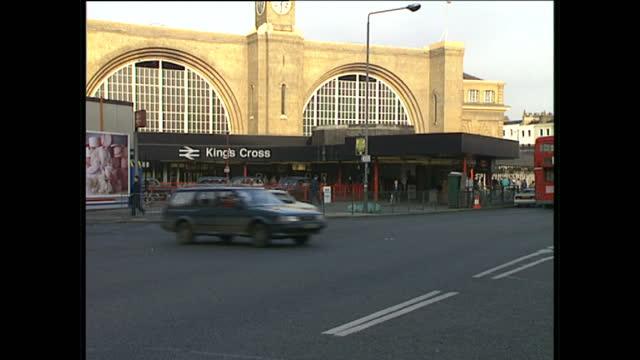 exterior shots of kings cross rail station entrance signs and passengers walking past on january 6 1989 in london england - järnvägsstation bildbanksvideor och videomaterial från bakom kulisserna
