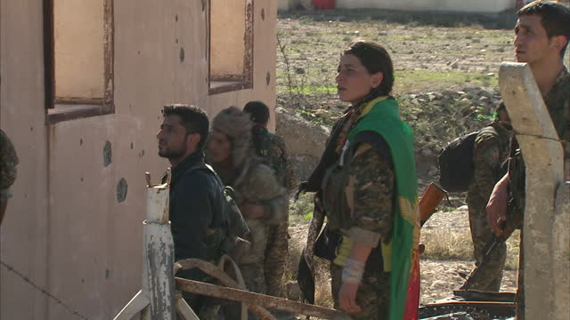 exterior shots of kurdish peshmerga troops & yazidi volunteer fighters walk through streets and buildings of the town, looking for isis snipers &... - 2015 stock videos & royalty-free footage