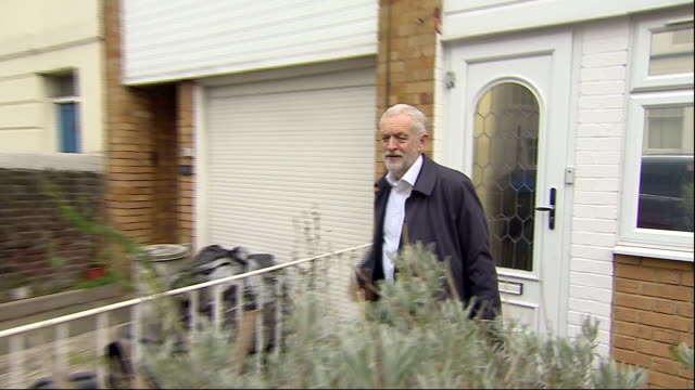 exterior shots of labour leader jeremy corbyn leaving his islington home, says 'nice to see you and goodbye' to the waiting press on 18 february 2019... - islington stock videos & royalty-free footage