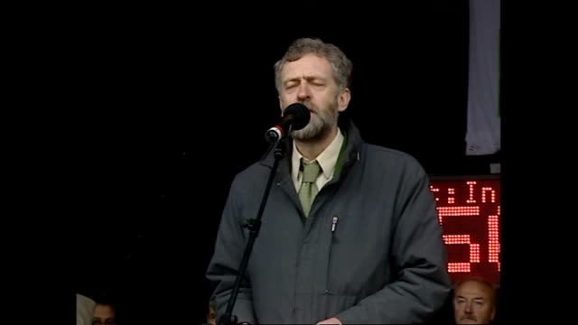 exterior shots of labour leader jeremy corbyn making a speech at a stop the war rally in hyde park on the eve of the 2003 invasion of iraq on... - jeremy corbyn stock-videos und b-roll-filmmaterial