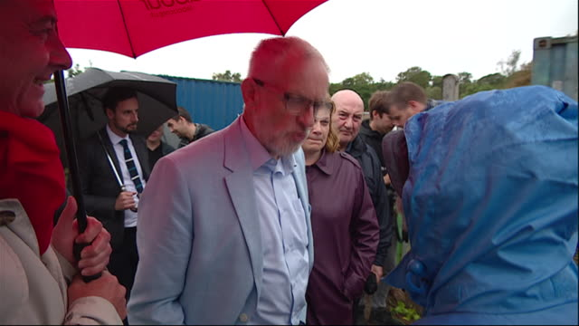 exterior shots of labour leader jeremy corbyn meeting labour supporters whilst on a three day tour of scottish constituencies on 30 august 2019 in... - dunfermline stock videos & royalty-free footage