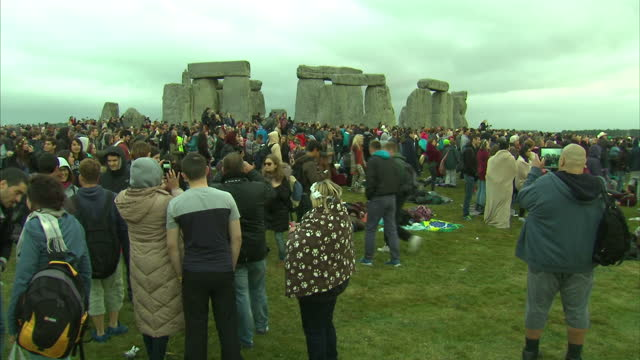 exterior shots of large crowds gathered at stonehenge to watch the sunrise during summer solstice celebrations>> on june 21 2015 in amesbury england - summer stock videos & royalty-free footage