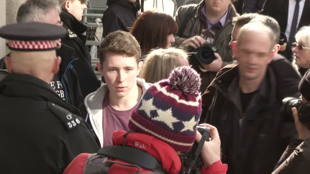 exterior shots of lee rigby's family including mother lyn and stepfather ian arriving at the old bailey court with tshirts on sating justice for lee... - lee rigby stock videos & royalty-free footage