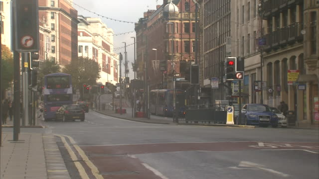 exterior shots of leeds city centre. - tour de france stock videos & royalty-free footage