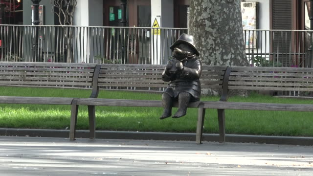 exterior shots of leicester square empty with no tourists, empty benches with paddington bear statue, during the coronavirus epidemic on 24th march... - bench stock videos & royalty-free footage