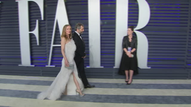 exterior shots of leslie mann and judd apatow posing on the red carpet of the 2019 vanity fair oscar party on 24th february 2019 in los angeles,... - oscar party stock videos & royalty-free footage