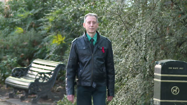 exterior shots of lgbt rights campaigner peter tatchell walking in a london park on december 26 2016 in london england - monumento commemorativo temporaneo video stock e b–roll