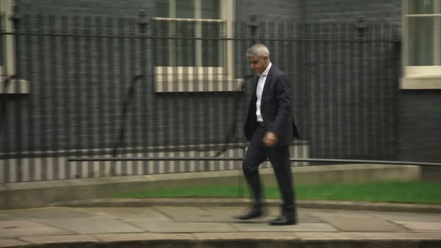 exterior shots of london mayor sadiq khan arriving at 10 downing street for a meeting about the coronavirus outbreak on 19 march 2020 in london... - sadiq khan stock videos & royalty-free footage
