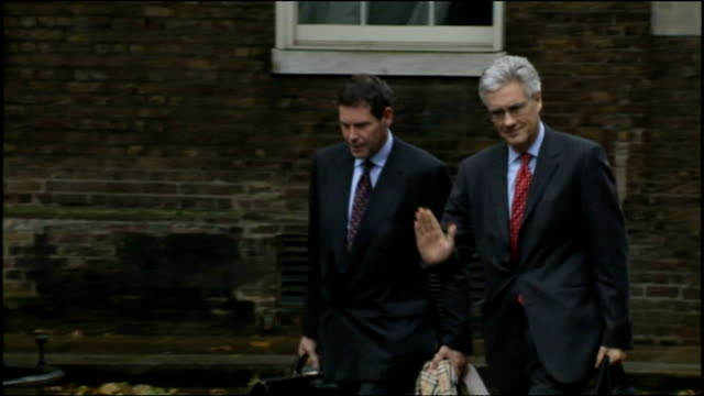 vidéos et rushes de exterior shots of lord adair turner, chairman of the financial services authority arriving at number 10 downing street.>> on october 08, 2008 in... - président d'organisation