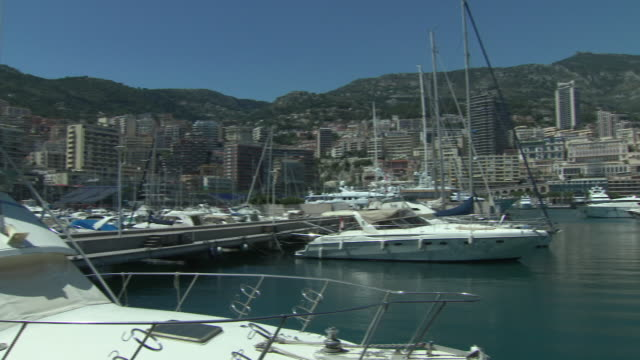 vidéos et rushes de exterior shots of luxury yachts moored in monte carlo harbour on 5 june 2019 in monaco - millionnaire