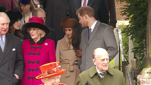 vídeos de stock e filmes b-roll de exterior shots of members of the royal family departing from st mary magdalene church after attending the christmas day service, including shots of... - realeza