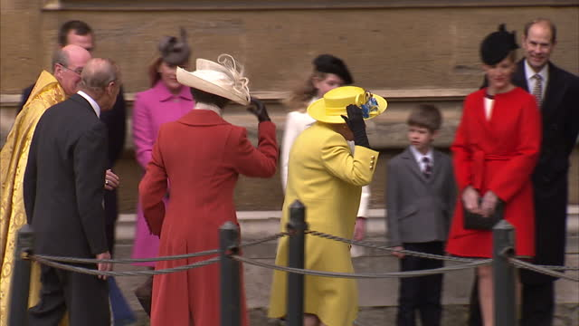 exterior shots of members of the royal family waiting outside st george's chapel including princess eugenie princess beatrice lady louise windsor... - königshaus stock-videos und b-roll-filmmaterial