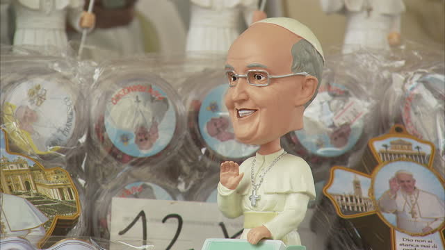 exterior shots of memorabilia on sale at a souvenir stall outside the vatican including a pope francis bobbing head and pictures of pope john paul... - お土産点の映像素材/bロール