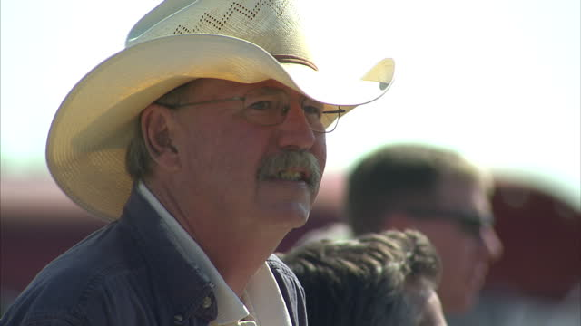 exterior shots of men wearing cowboy style hats or stetsons during a benefit concert in protest at the proposed keystone xl oil pipeline clip is mute... - kopfbedeckung stock-videos und b-roll-filmmaterial