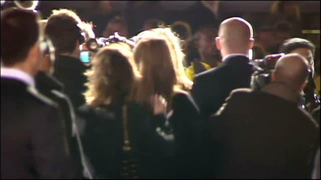 exterior shots of michael jackson king of pop arriving on red carpet of world music awards 2006 and pose for photos with entourage - マイケル・ジャクソン点の映像素材/bロール
