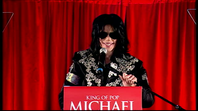 exterior shots of michael jackson on stage of this is it press conference and starts to talk as crowd go wild and mj gets excited as he announces... - マイケル・ジャクソン点の映像素材/bロール