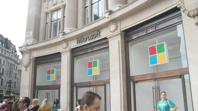 GBR: Microsoft shop opening in Oxford Circus