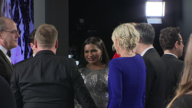 exterior shots of mindy kaling chatting to people on the red carpet of the 2019 vanity fair oscar party on 24th february 2019 in los angeles, united... - vanity fair oscar party stock videos & royalty-free footage