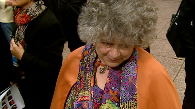 exterior shots of miriam margoyles speaking to press at the premiere of harry potter and the chamber of secrets on november 3 2002 in london england - potter stock videos & royalty-free footage