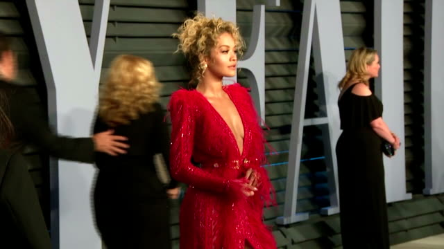 exterior shots of model stella maxwell and singers andra day and rita ora posing on the red carpet at the vanity fair oscars afterparty>> on march 04... - vanity fair oscar party stock videos & royalty-free footage