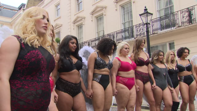 vidéos et rushes de exterior shots of models ashley james and robyn lawley joining other models for the simply be lingerie show at the haymarket hotel on 6th november... - fashion show