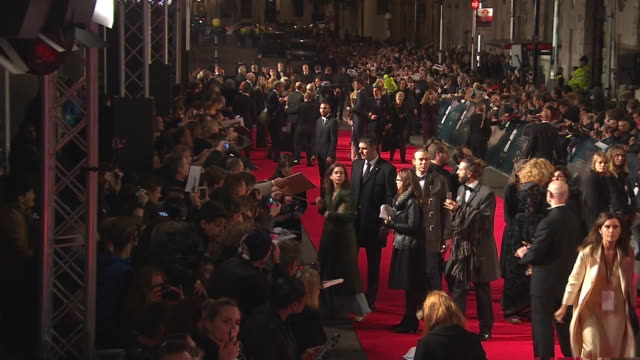 stockvideo's en b-roll-footage met exterior shots of monica bellucci posing for photo's and signing autographs at the royal world premiere of 'spectre' at royal albert hall on october... - signeren