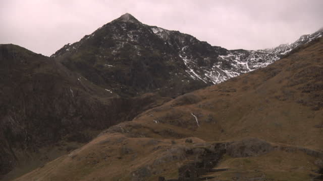 exterior shots of mt snowdon people hiking along path on december 02 2016 in snowdonia united kingdom - snowdonia stock videos & royalty-free footage