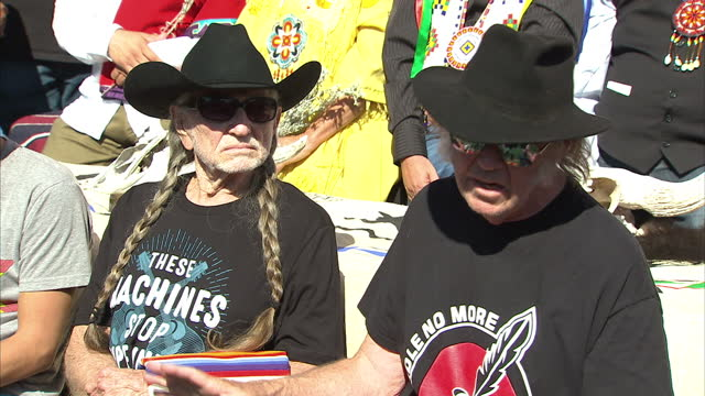 exterior shots of neil young speaking in a press conference, raising his objections to the planned keystone xl oil pipeline during a benefit concert... - willie nelson stock-videos und b-roll-filmmaterial