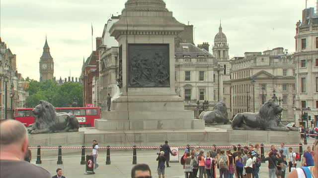 exterior shots of nelson's column in trafalgar square including shots of tourists in the square and a maintenance worker cleaning the stone base of... - trafalgar square stock-videos und b-roll-filmmaterial