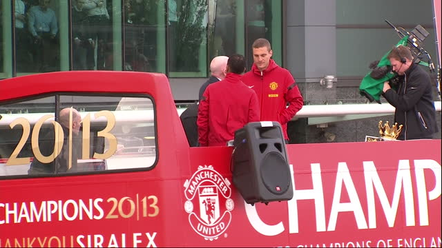 exterior shots of nemanja vidic, manchester united captain and patrice evra on top of champions parade bus holding premier league trophy and being... - 2013 stock-videos und b-roll-filmmaterial