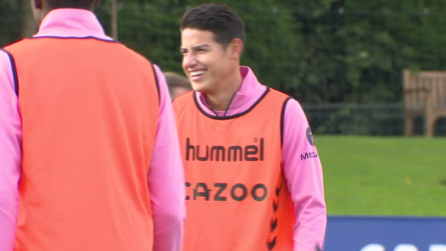 vidéos et rushes de exterior shots of new everton signing james rodriguez training ahead of everton's premier league game against crystal palace on 24th september 2020... - everton