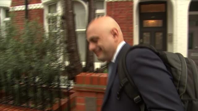 vídeos de stock, filmes e b-roll de exterior shots of new home secretary sajid javid mp leaving his home on 30 april 2018 in london united kingdom - política e governo