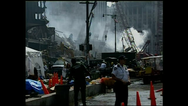 exterior shots of new york mayor rudolph guiliani inspecting the still smoking wreckage of the world trade center on september 24 2001 in new york... - petronas twin towers stock-videos und b-roll-filmmaterial