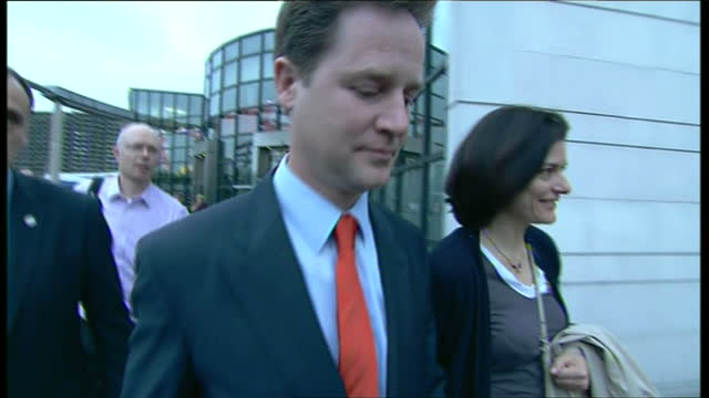 exterior shots of nick clegg with wife miriam departing the sheffield vote counting centre after the 2010 general election declaration on may 07 2010... - ニック クレッグ点の映像素材/bロール