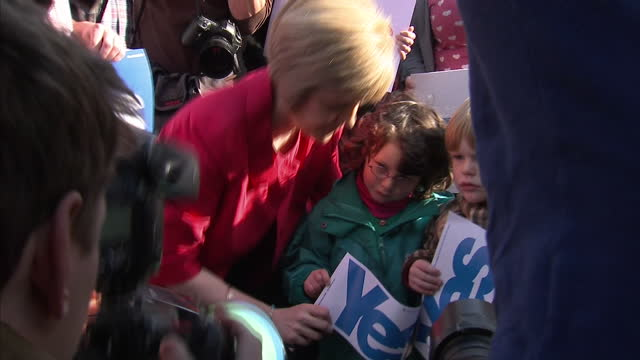 vídeos de stock e filmes b-roll de exterior shots of nicola sturgeon campaigning with yes supporters on september 8, 2014 in glasgow, scotland. - 2014