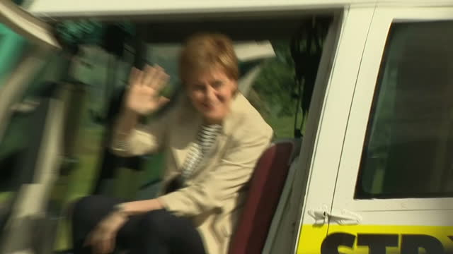 vídeos y material grabado en eventos de stock de exterior shots of nicola sturgeon snp leader posing next to a helicopter emblazoned with 'stronger for scotland' whilst campaigning on 3 june 2017 in... - isla de mull