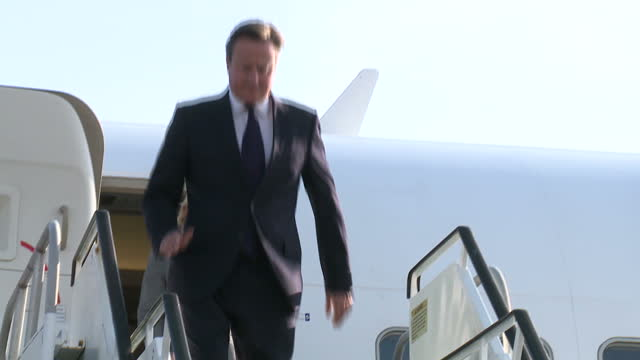 vídeos y material grabado en eventos de stock de exterior shots of of david cameron and justine greening arriving in kingston and being greeted by jamaican prime minister portia simpson miller.>> on... - jamaiquino
