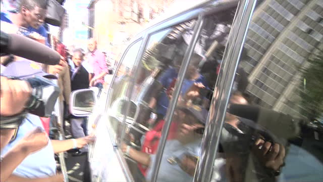 exterior shots of oscar pistorius leaving court surrounded by media scrum and get into waiting car to be taken away on september 11 2014 in pretoria... - オスカー・ピストリウス点の映像素材/bロール