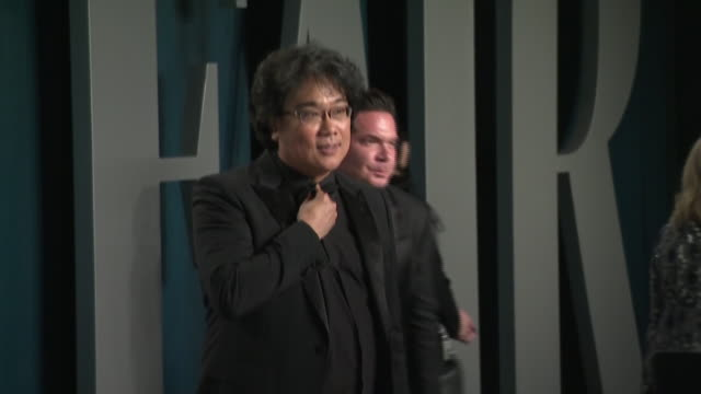 exterior shots of oscar winner director bong joonho posing for press at the 26th annual vanity fair oscar party at the wallis annenberg center for... - oscar party stock videos & royalty-free footage