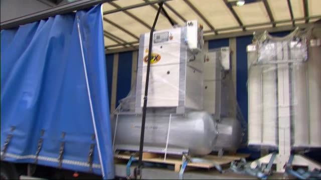 stockvideo's en b-roll-footage met exterior shots of oxygen tanks arriving at the new nhs nightingale london hospital at excel london exhibition centre on 1st april 2020 london united... - duikfles