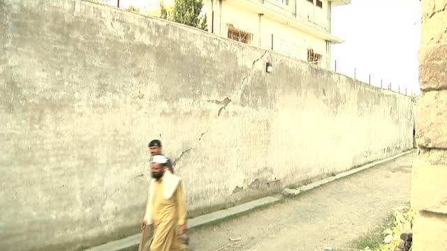 Exterior shots of Pakistani policeman guarding the hideout of AlQaeda leader Osama Bin Laden in Abbottabad Exterior shots of the villa on in...