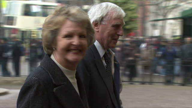 exterior shots of penelope keith arriving with other guests at westminster abbey.>> on march 17, 2015 in london, england. - penelope keith stock-videos und b-roll-filmmaterial