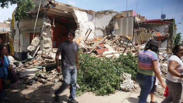 exterior shots of people amid the rubble and damage of the mexican earthquake on 22 september 2017 in jojutla mexico - mexico city stock videos & royalty-free footage